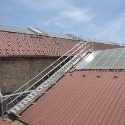 Dachtreppe 30 Grad auf Trapezblechdach
