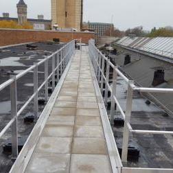 Fluchtweg Rettungsweg Dach mit Auflast